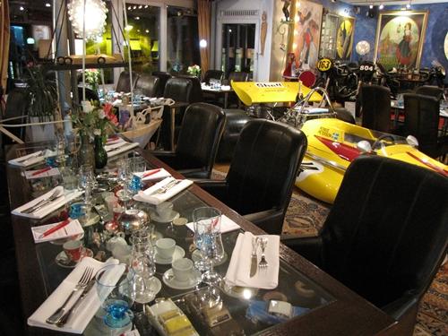 Boxenstop Tastingraum Tisch